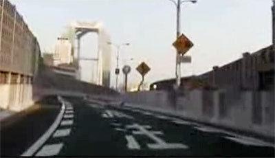 高速路竟然直穿越大樓!
