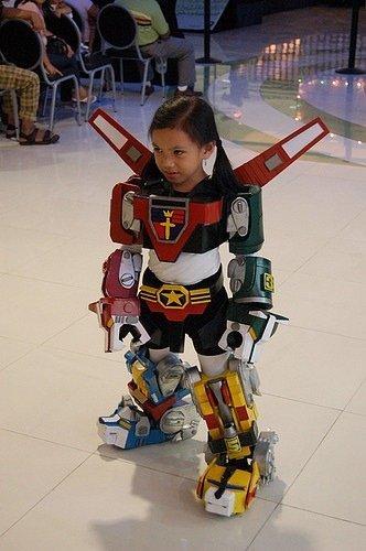這個小孩要變身了.. 他要拯救地球嗎?