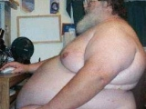 你胖成這樣還不穿衣服....