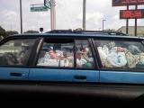 今天開車時看到隔壁的車...