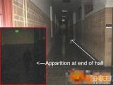 長廊遠處的黑色人影?是人影還是鬼影?