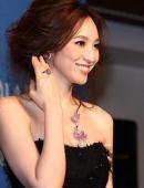 吳佩慈參加某品牌舉辦的藝術珠寶與年度紀念款發表會