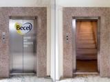 電梯門打開的一剎那