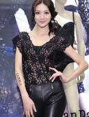 翹臀完美身材黑色吊帶絲裙美女