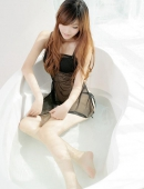 浴缸裏的濕身黑絲美女寫真