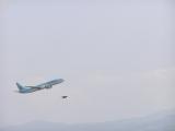 大飛機與小燕競速.