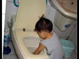 尿尿後要洗手!可是....洗臉盆太高了