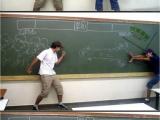 兩個寂寞的男人在教室裡的PK
