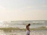 你就像是一個握不住的沙 想把你緊緊的握在手裡