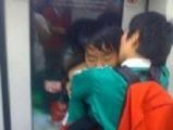 這什麼世界,能在地鐵中開放到這種程度