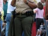 外國警察的體積!做警察的,要在身體上震懾住對方!