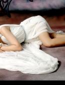 白嫩美少婦床上誘人身材寫真