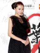 熊黛林黑色紗裙俏麗高貴