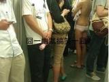 在地鐵裡。。。