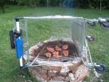 ?10元的烤肉網,好像大了一點