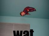嬰兒坐在天花板?