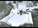 墓地的嬰兒