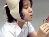當你雙手在忙著時~電話又響了~這時····內衣的另外好處