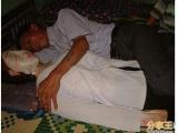 陪伴妻子「屍體」7年,越南丈夫愛過頭