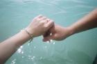 請用你的雙手,握住另一雙手