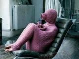 天氣好冷,穿這樣的毛衣看電視我就放心了......