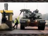 坦克也要通行證?
