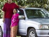 17歲泰國少女身高 *2米* 創發育奇跡!