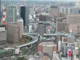 阪神高速公路「穿」高樓