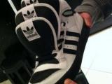 看看這雙鞋,肯定值錢