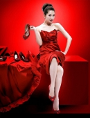 林志玲寫真紅裝出鏡 大秀修長美腿