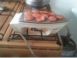 沒瓦斯做菜怎麼辦? 用熨斗烤香腸