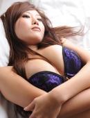 日本美女紫色内衣性感寫真