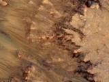 新證據顯示火星上可能有流體水