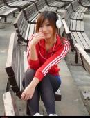 極其可愛的紅衣少女