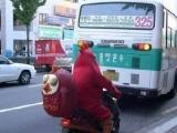韓國KFC外賣送餐員這裝扮,太喜感了!