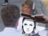 那畫家太善良了